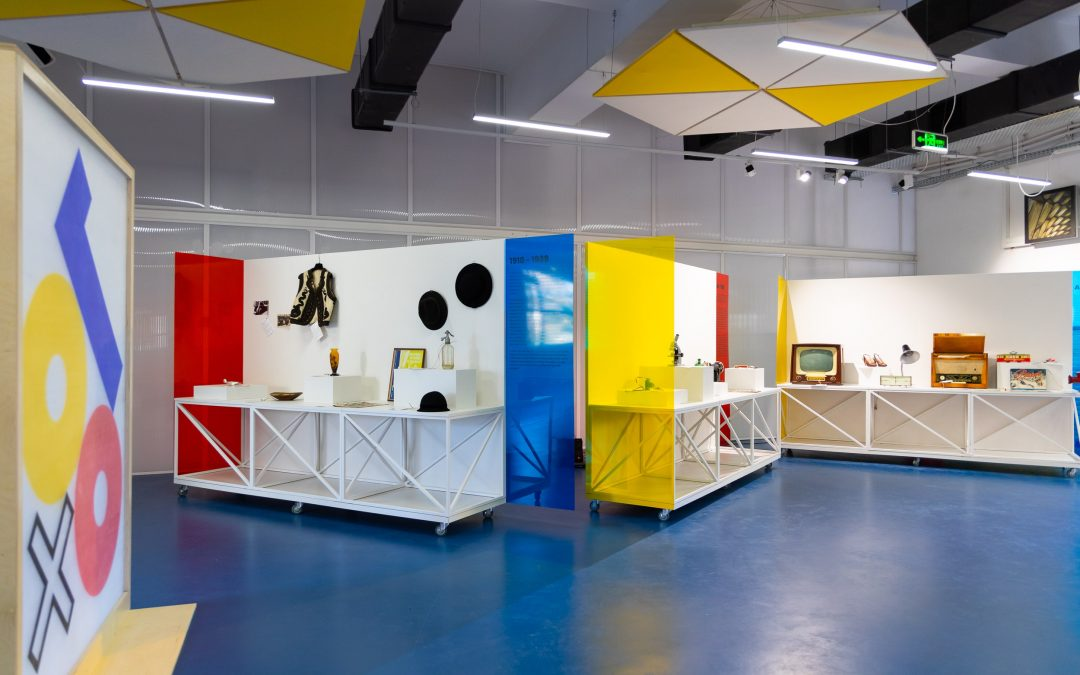 Expoziție – 100 de obiecte de design românesc, din ultimii 100 de ani